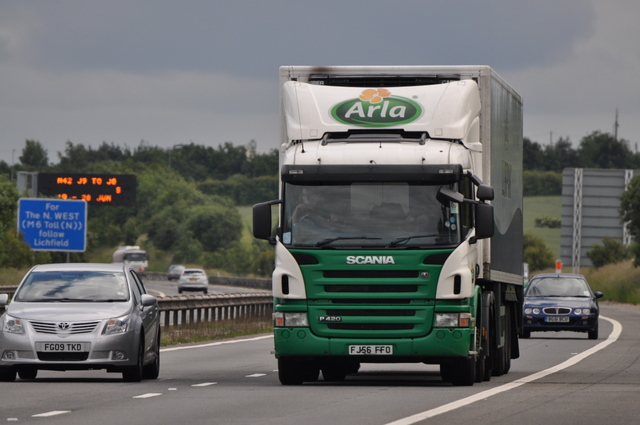 M42_Motorway_-_Arla_Scania_articulated_vehicle_-_geograph.org.uk_-_1362939